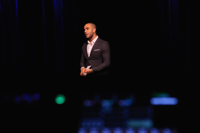 Abdel Aziz Mahmoud er vært til Blixenprisen 2018
